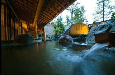 まずは「花扇別邸 いいやま」の大浴場で温泉を満喫