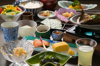 高山に根付く習慣や文化を感じる和朝食を味わう