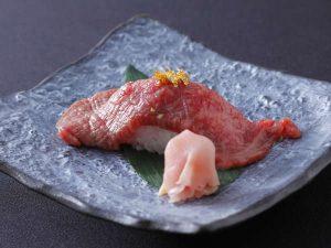 最上級の飛騨牛の炙り寿司